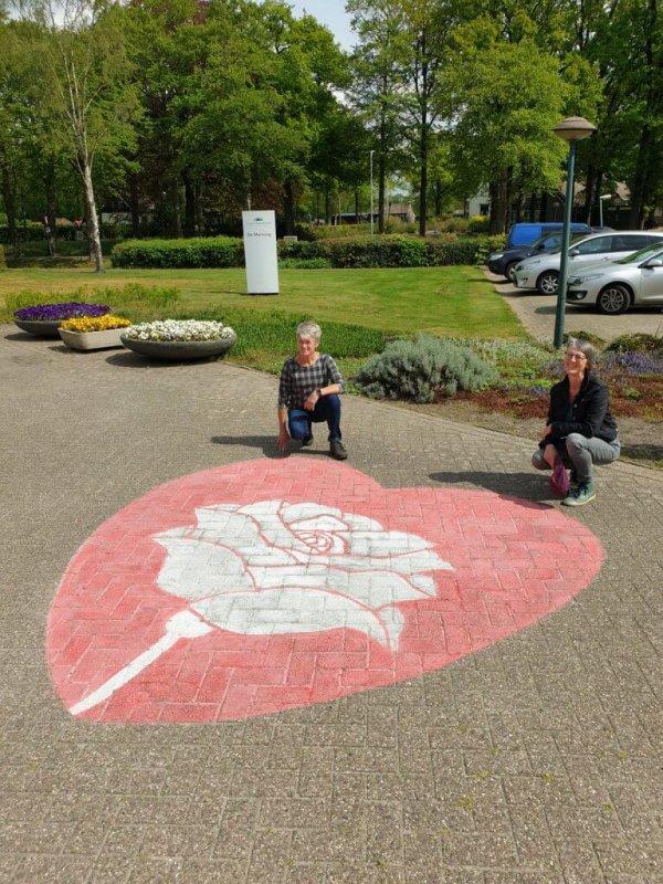 Hart met roos eindresultaat met Anneke en Rita
